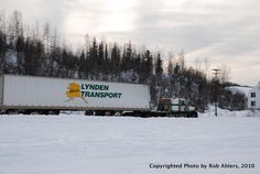 http://www.hankstruckpictures.com/pix/trucks/robert_ahlers/2011/02-11/lti/lynden_transport_kw_and_quad_axle_reefer_dalton_highway_fox_alaska_2009_2.jpg