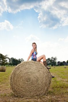 senior pic poses, senior pictures, country girls, senior photos, pictur idea, hay bale, senior girls, photo shoots, countri girl