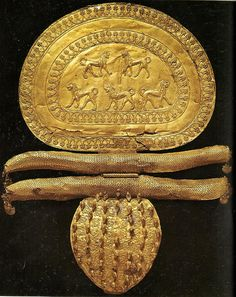 One of the most famous jewelry of  Etruscan goldsmithing: the gold brooch decorated with lions from the Regolini Galassi Tomb in Cerveteri. This brooch belonged to the grave goods of a princely rank woman.