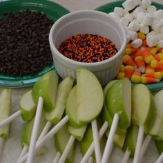 caramel apple bar! I just told Mom today that we need to have a caramel apple bar at our Halloween get together. halloween parties, fall parties, appl bar, school parties, halloween party ideas, apple slices, apple bites, kid, caramel apples