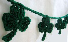 DIY - Crochet Shamrock Garland (Source : http://www.skiptomylou.org/2009/03/13/crochet-shamrock-garland/) #crochet #free #pattern #saint-patrick #shamrock #garland