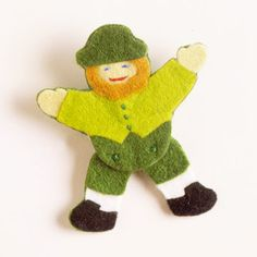 Gather scraps of felt to make a fun no-sew leprechaun for St. Patrick's Day: http://www.bhg.com/holidays/st-patricks-day/crafts/easy-to-make-cards--crafts-for-st-patricks-day/?socsrc=bhgpin031414leprechaunpin&page=12