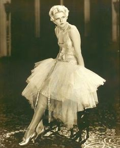 Jean Harlow. great dress and shoes