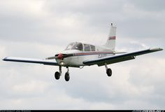 Piper PA-28-140 Cherokee F aircraft picture