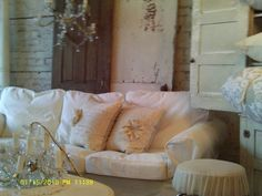 old doors, chandies, slipcovers~yummy