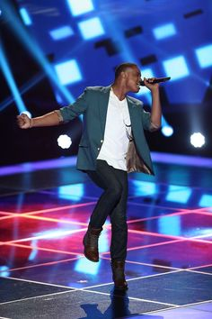 Avery Wilson got the only four-coach turn around of the night! #TeamCeeLo #TheVoice