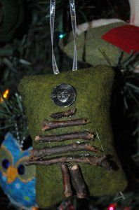 This Rustic Sticks Christmas Tree Pillow from Love to Sew is a fabulous Christmas ornament craft. Make handmade ornaments shabby chic with this wonderful easy Christmas craft.