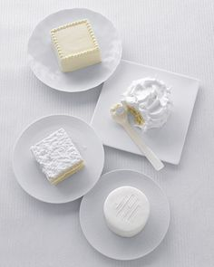 Winter wonderland wedding: White cakes #ido #inspiration #dessert