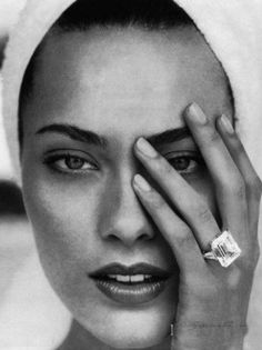 Shalom Harlow. My favorite 90s supermodel.