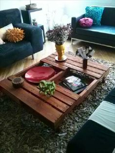 DIY Wood Pallets Coffee Table with Caster   99 Pallets
