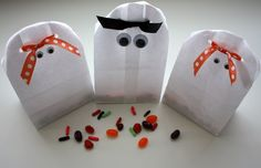 Ghostly treat bags. So cute! #halloween #crafts #treats #ghosts