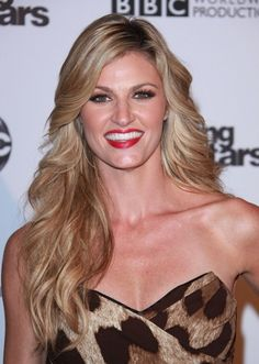 Erin Andrews wavy, blonde hairstyle