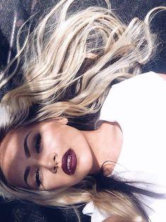 L-O-V-E the dark lipstick and dark roots!
