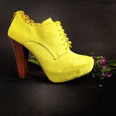 Botines amarillo neón... Lovely!