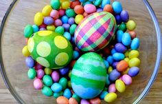 fabulous collection of egg dying tricks for easter! dye, polka dots, rubber bands, decorating ideas, easter crafts, egg decorating, easter eggs, kid, masking tape