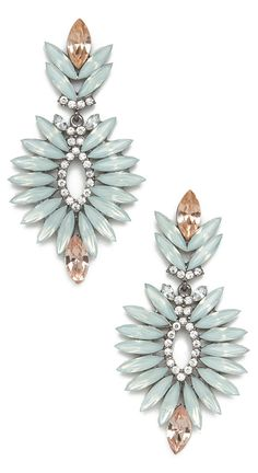 loving the edgy glamour of these mint earrings!