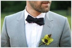http://blog.weddingpaperdivas.com/wp-content/uploads/2011/07/Groomsman-Bow-Tie.gif