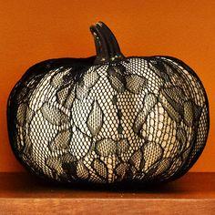 Easy Lace Pumpkin Decoration #Halloween