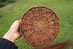 Weaving a wicker basket; STEP BY STEP