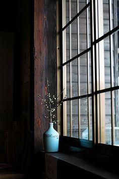 Japanese Window Sill http://www.flickr.com/photos/chikache/105041296/