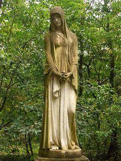Grave of photographer Julius Schaarwächter at Südwestkirchhof Stahnsdorf. Mourning woman sculpted by Wilhelm Wandschneider
