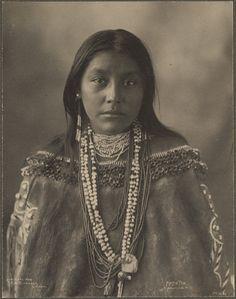 :::::::::: Vintage Photograph :::::::::  Hattie Tom, Apache, photographed by Frank A. Rinehart, 1899