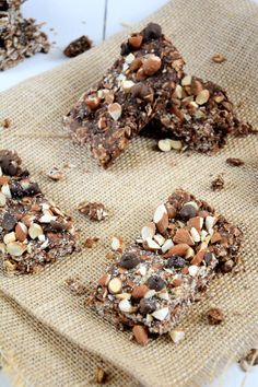 A homemade chocolate granola bar filled with double chocolate, cinnamon and chia seeds! No need to buy store bought as these bars are ready in under 30 minutes! #granolabar #healthy #glutenfreed