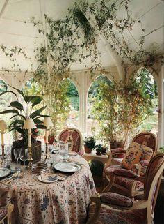 Beautiful garden room dining room