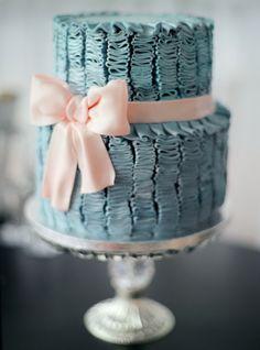 Wedding Cake | Photography: Max Koliberdin #blue #pink