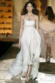 Would make a very elegant wedding dress  http://sussle.org/t/Dress