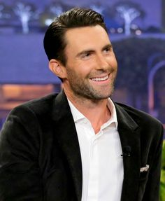 iheartadamlevine: Adam Levine on The Tonight Show with Jay Leno on October 28, 2013.  HE LOOKED FREAKING PERFECT.