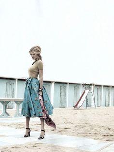 """La Dolce Vita"" Lara Stone by Emma Summerton for Vogue UK"