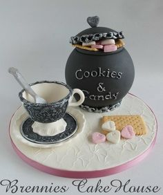 Very cute by http://cakecentral.com/gallery/2227783/cookies-and-candy