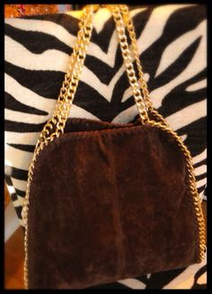 VERY LOW ENTRIES!!!! GIVEAWAY : Brown Suede Shoulder Bag With Gold Chain Detail !!!: http://wp.me/p46KjP-LY  via @Talkerblogger