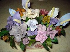 centro de mesa de flores de porcelana