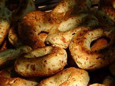 La chipa, un pan o torta paraguaya, que se hace con almidón, leche, queso, grasa, huevos y sal. Deliciosa se consume en reemplazo del pan.