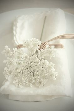 ann lace, table settings, babies breath, white flowers, sweet tables, queens, table place settings, napkin, linen