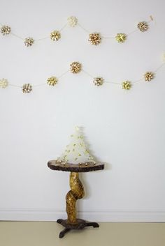 Day 5: Start decorating! Simple Christmas Decor: DIY Gift Bow Garland!