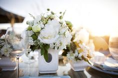table settings, beaches, white flowers, inspiration, flower centerpieces