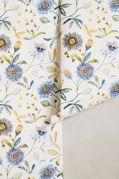 Garden Buzz Wallpape