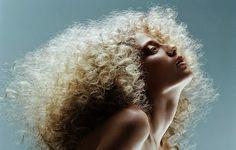 Curly Hair Showdown! #onycgoldencollection #onychair #curlyaddiction3b #platinumhair #glamour #beauty #bighair