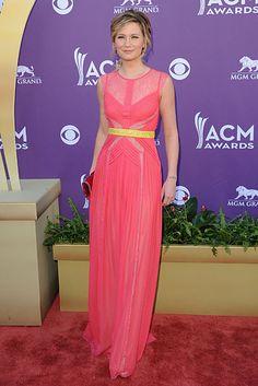 cute pink and neon yellow on Jennifer Nettles