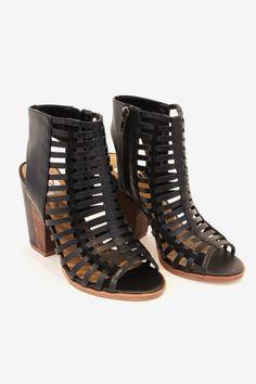 http://www.wewantsale.nl #wewantsale #sandals #fashion #pinko #follow