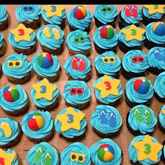Pool Party Cupcakes!