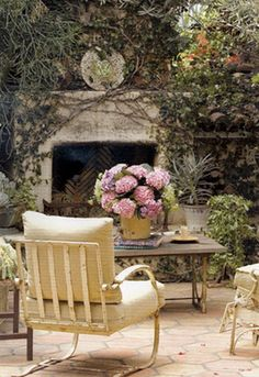 outdoor room w/ fireplace