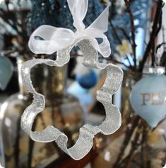 We never realized how pretty cookie cutters are until we saw these DIY Cookie Cutter ornaments! They're super easy to make.