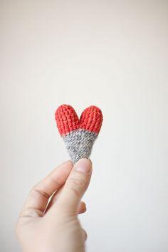 Crochet Heart Brooch Playful Spring Summer Jewelry by domatoma, €18.00 heart brooch, crochet heart