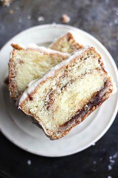 Cinnamon Roll Pound Cake via @Damien Decreuse de la Crumb