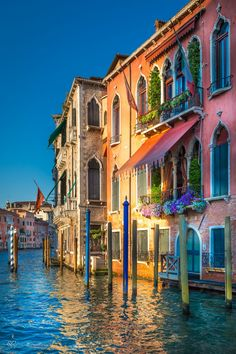Venice - Italy, this would look great hung on a wall. I'd like to try to paint this. great study of colors