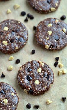 Raw Triple Chocolate Cookies (with Homemade Chocolate Chips!) |coconutandberries.com